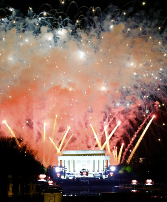 firework-show-that-concluded-the-%22make-america-great-again%22-celebration_phototracy